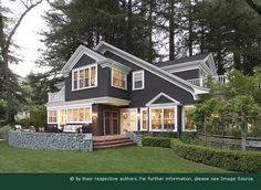 Image from http://homeremodelz.org/wp-content/uploads/2014/10/Exterior-house-colors-4735.jpg.