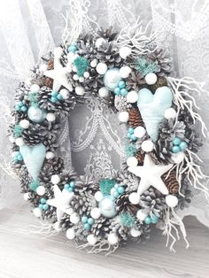 Fresh Christmas Wreaths 2018 Uk Christmas Decorations In Fort Lauderdale Christmas Advent Wreath, Silver Christmas Decorations, Noel Christmas, Holiday Wreaths, Christmas Themes, Frozen Christmas, Winter Wreaths, Spring Wreaths, Summer Wreath