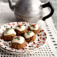 These miniature Christmas pudding desserts are a great crowd-pleaser for all the family. | Quick Christmas desserts | Mini Christmas puddings | Festive recipes - Red Online