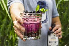 🍹 Whisky-Cocktail: FINRIC Blackberry - Rezept, Frischer Sommerdrink Whisky Cocktail, Cocktails, Blackberry, Blackberries, Recipies, Craft Cocktails, Cocktail, Rich Brunette, Drinks