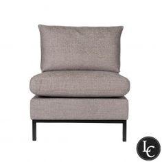 Tribeca er en nett og moderne lenestol med minimalistiske sorte metallben. Limited Collection. En eksklusiv kolleksjon, med tekstiler som er håndplukket av våre designere. Begrenset antall tilgjengelig.   Mål: H81 x D75 x B70cm  Sittehøyde: 44cm  Ramme høyde: 69cm