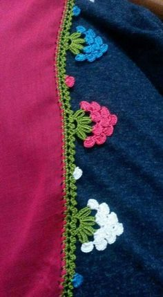 This post was discovered by La Crochet Feather, Crochet Lace, Crochet Stitches, Crochet Designs, Crochet Patterns, Crochet Boarders, Saree Tassels, Crochet Flower Tutorial, Quilt Stitching