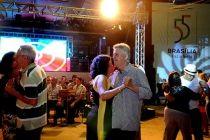 Domingo com música e muita dança ao ar livre - http://noticiasembrasilia.com.br/noticias-distrito-federal-cidade-brasilia/2015/04/19/domingo-com-musica-e-muita-danca-ao-ar-livre/