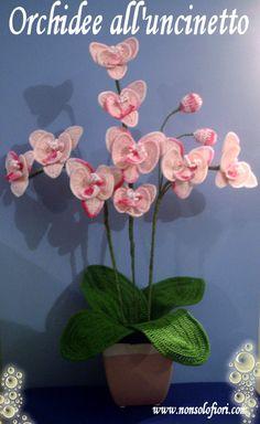 Composizione di orchidee all'uncinetto - www.nonsolofiori.com