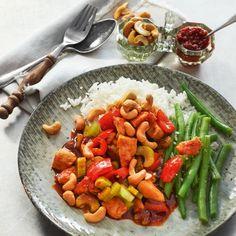 Tip: rooster de cashewnoten in een droge koekenpan voor een extra volle notensmaak. #kip #boontjes #JumboSupermarkten