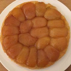 Minha primeira Tarte Tatin... nada mal! #roma #rome #receitaitaliana #receitas #receita #recipe #ricetta #cibo #culinaria #italia #italy #cozinha #belezza #beleza #viagem #travel #beauty #tartetatin #dessert #sobremesa #doce #sweet #pie #torta #maca #apple #tortademaca