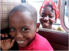 """Com a proposta de registrar a infância de Moçambique, o fotógrafo e jornalista Albino Moisés apresenta a exposição """"Mwana Mwana: pérolas do Índico"""", em cartaz no Centro Cultural Vila Santa Rita, entre os dias 3 e 30 de setembro. A entrada é Catraca Livre."""