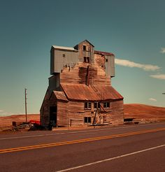 Abandoned building along side of the highway near Pullman, Washington Photo by Nick Bartoletti, via Flickr