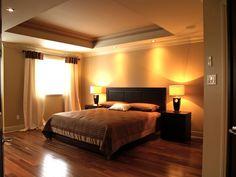 KARMA -  De l'espace avec de haut plafond, c'est ce qu'on retrouve avec la chambre de cette maison.  Une ambiance où on respire les rêves! Construction, Karma, Bed, Furniture, Collection, Home Decor, Tall Ceilings, Just Breathe, Home Decoration