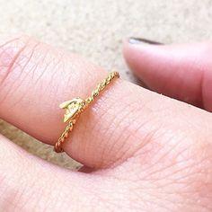 ✨ How CUTE does our Mini Baby Bee ring look on! 🐝✨ . . . #BillSkinner #Bees #BeeJewellery #minirings