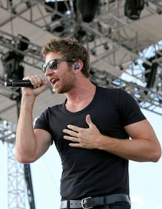 Brett Eldredge... I must admit I do have a thing for him.. I have no idea why
