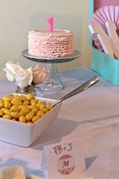 This ruffled frosting birthday cake is so cute! /BR | Project Nursery