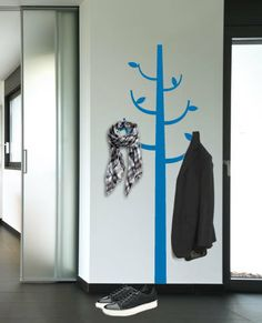 this is a decal, but would be so fun to paint in the entry way!!