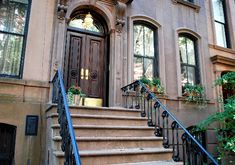 The frontage and grand sweeping stairs outside No 1866, Perry Street, Greenwich Village were seen as Carrie's apartment through most of the TV series and the movies.