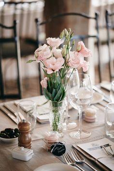 inspiration | pink and black centerpieces | via: wedding chicks