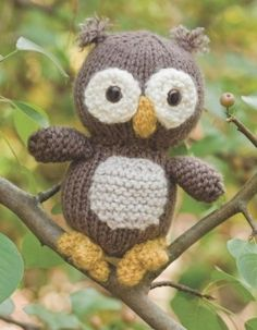knitted owl... one of these days I will have the time to sit and knit all the things I want!