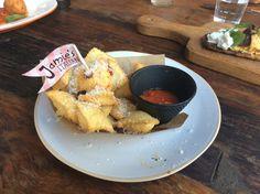 Nachos Italianos - Raviolis fritos com molho arrabiata. http://saldeflor.com.br/
