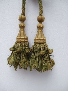 Antique French Tassel Tie Back . One tie back by JacquelineMcEwan, €45.00