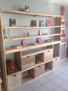 Next on our list is the brilliant idea of the amazing wood pallet shelving unit with storage cabinets! This is basically a form of the cabinet cupboard that is located alongside the wall. You can make the use of the shelves for the settlement of the decoration pieces or the books. You can use the cabinets for the storage purposes.