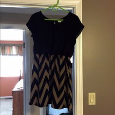 NWOT Charming Charlie Chevron Dress New without tags. Size medium (fit a 6 or 8), and so comfy! Has a cute tan and black chevron print on the bottom and goes just above the knee! Find me on Ⓜ️ercari ☺️ Charming Charlie Dresses Midi