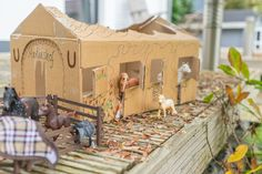 Toy Horse Stable, Schleich Horses Stable, Horse Stables, Breyer Horses, Horse Barns, Diy For Kids, Crafts For Kids, Diy Crafts, Hobby Horse