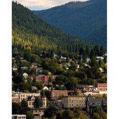 A city that sits among nature. Tucked away in the Selkirk Mountains, Nelson has a Victorian style downtown that offers many unique and quaint shops, art galleries, and restaurants and includes over 350 restored heritage buildings.  #exploreBC #exploreCanada