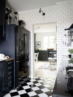 Black Kitchen Cabinets, Black Kitchens, Conservatory Interiors, Gravity Home, Black And White Tiles, Black White, House Inside, Home And Deco, Scandinavian Home