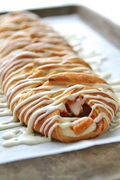 Half cream cheese and glaze. -jg Use crescent roll dough to make a fast and delicious apple cinnamon cream cheese danish! It's seriously so simple to throw together and tastes amazing fresh out of the oven! Brunch Recipes, Breakfast Recipes, Dessert Recipes, Trifle Desserts, Breakfast Dishes, Pastry Recipes, Baking Recipes, Danish Recipes, Chef Recipes