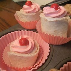 "Sandwich ""cupcakes"" (tortilla pinwheels w/colored cream cheese!)"