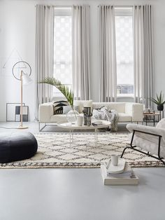 35 Best Living Room Decoration For Modern House – Enthusiastized Modern Home Living Decoration Clean Living Rooms, Classy Living Room, Simple Living Room Decor, Beautiful Living Rooms, Home Living Room, Living Room Designs, Living Room Ornaments, Family Room Design, Home And Deco