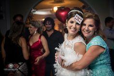 Casamentos Reais: Aneph e Anderson juraram amor eterno em grande estilo no Santuário Nossa Senhora de Fátima. A grinalda da noiva é Condessa Von Recke: