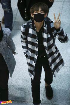 141219- BTS V (Kim Taehyung) @ Incheon Airport #bts #bangtanboys #fashion #style #korean