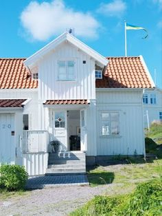 White farmhouse with clay tile roof: perfect for a summer home on the beach! BEAUTIFUL!
