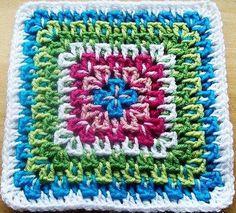 Такой квадратный мотив отлично подойдет для вязания пестрых вязаных пледов, ковриков или сумок. Вяжется в технике многоцветного вязания. Его преимущество еще и в том, что изделие можно выполнить и…