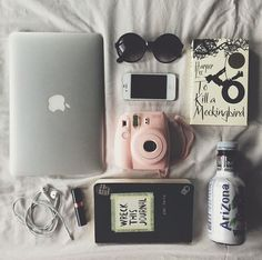 Afbeelding via We Heart It https://weheartit.com/entry/142188029 #book #books #cute #glasses #mac #macbook #macbook #polaroid #retro #vintage