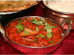 Kadai Chicken is a very famous restaurant delight. In this recipe Chicken cooked in tomato puree and cashew nut paste. Kadai Chicken is a spicy chicken dish Indian Food Recipes, Ethnic Recipes, Thai Red Curry, Chicken Recipes, Spicy, Turkey, Restaurant, Dishes, Dining