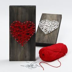 Firmly woven wool around nails, hammered into a wooden icon plate in the outline shape of a heart. The plate is painted with black Plus Color craft paint diluted with water for a transparent look. Non-diluted black Plus Color craft paint for the edges. Arts And Crafts For Teens, Arts And Crafts Supplies, Diy For Kids, Crafts For Kids, Sand Crafts, Home Crafts, Diy And Crafts, Deco Nature, Color Crafts