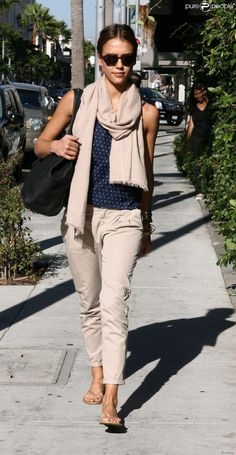 Jessica Alba in Los Angeles, 24 sep 2010 Mode Outfits, Chic Outfits, Summer Outfits, Fashion Outfits, Fashion Mode, Minimal Fashion, Look Fashion, Beige Outfit, Jessica Alba Casual