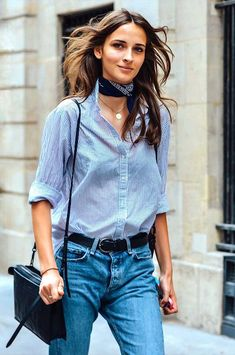 Outfits With Scarves For This Fall + casual street style look + denim on denim look + chambray top + button down woven + Paris Street Fashion, French Street Fashion, Minimalist Fashion French, Minimalist Street Style, Milan Fashion, Street Style New York, Look Street Style, Street Styles, Couture Week