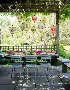 Dining Alfresco with lanterns