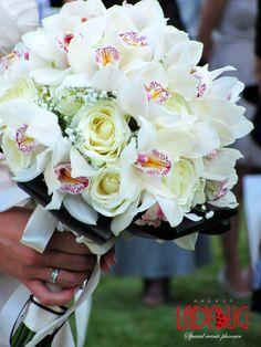 bride bouqet orchids & roses