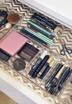 O que acontece quando você aplica o método Marie Kondo para organizar suas maquiagens