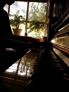 Piano    Like, share http://www.howtoplaykeyboardonline.com/