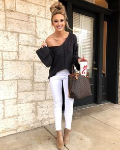 "16 k mentions J'aime, 204 commentaires - Emily Herren (@champagneandchanel) sur Instagram : ""Today's look for a lunch & shopping date with my mom ☺️☺️ This cozy sweater also comes in white!…"""