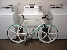 We found this sweet white Bianchi Pista concept with their signature aqua blue decals with a set of Aerospoke Mag's.