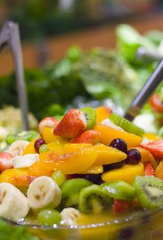 """9 Fresh FRUIT {Breakfast} Salads :: """"I typically have a Breakfast For Dinner every other week, so I'm always looking for fruit salad ideas. Breakfast Desayunos, Breakfast Recipes, Breakfast Cupcakes, Perfect Breakfast, Healthy Snacks, Healthy Eating, Healthy Recipes, Easy Recipes, Fresh Fruit Salad"""