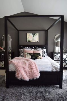 dream rooms For those who are looking for the pink bedroom decor, some of these decoration options in pink color are worth to consider. Pink Bedroom Decor, Pink Bedrooms, Home Bedroom, Master Bedroom, Design Bedroom, Bedroom Wall, Calm Bedroom, Bedroom Benches, Bedroom Lamps