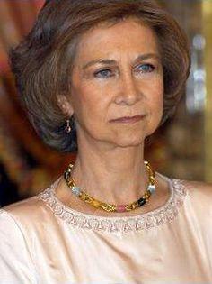 467047bb2749d1546868bdd560400d29--spanish-royalty-royal-jewels.jpg