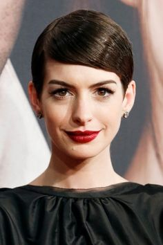 Texture is a must for short hair, but the way that Anne Hathaway has slicked her hair back with lots of shine is so feminine and lovely. Must try! #shorthair