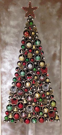 Árbol de Navidad con reciclaje y madera.